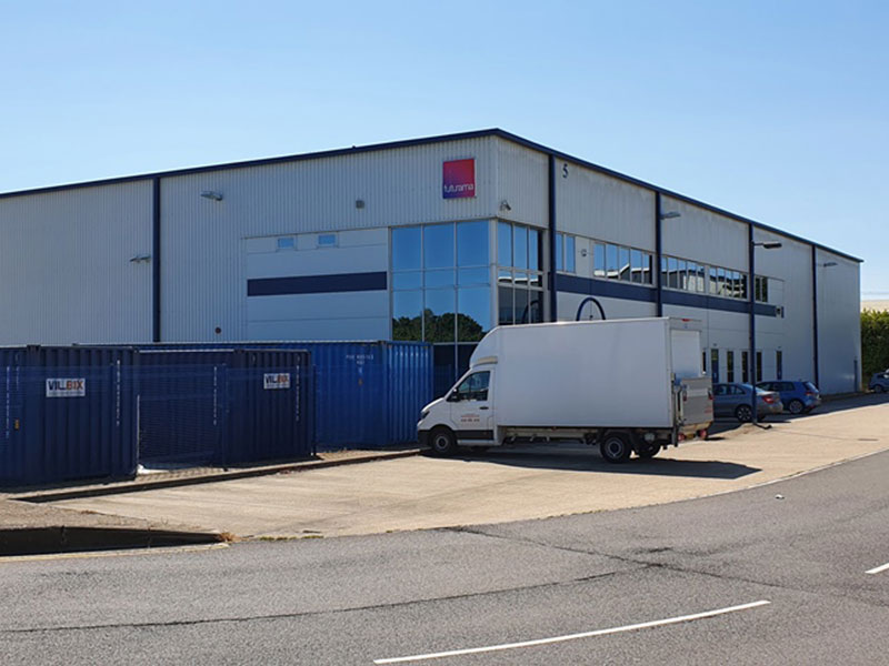 SPACIOUS INDUSTRIAL UNIT TO LET IN THRIVING SEGENSWORTH LOCATION
